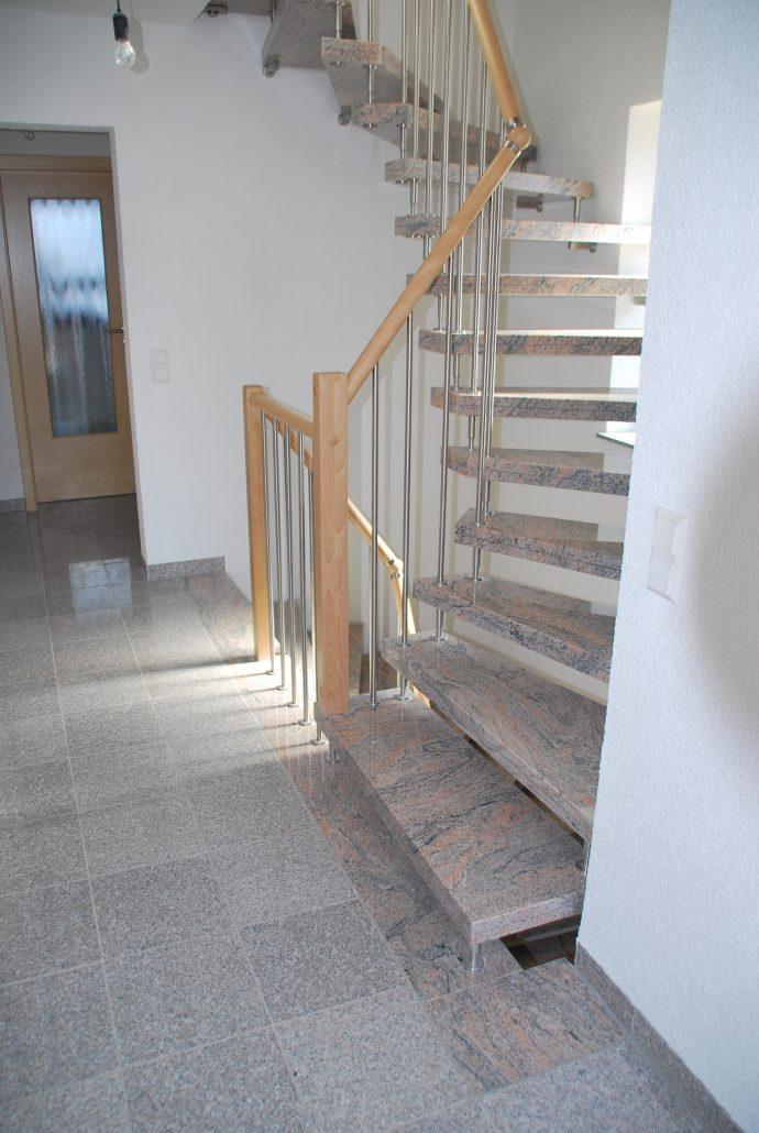 Freitragende Treppe aus Stein