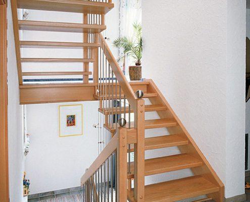 Freitragende Treppe mit Aussenwange