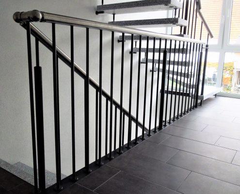 Betonwerksteintreppe / mit Geländer Verdi