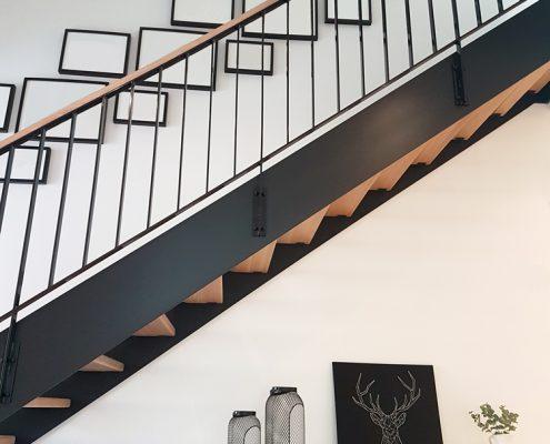 HPL-Treppe / Geländer aus Eiche